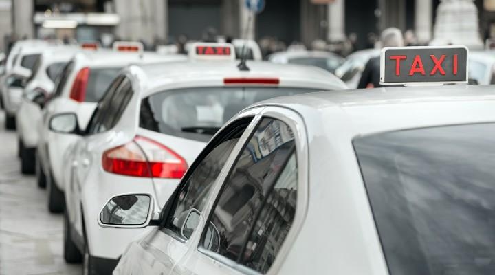 Sciopero taxi, servizio fermo nelle principali città italiane: le richieste dei sindacati e dei lavoratori