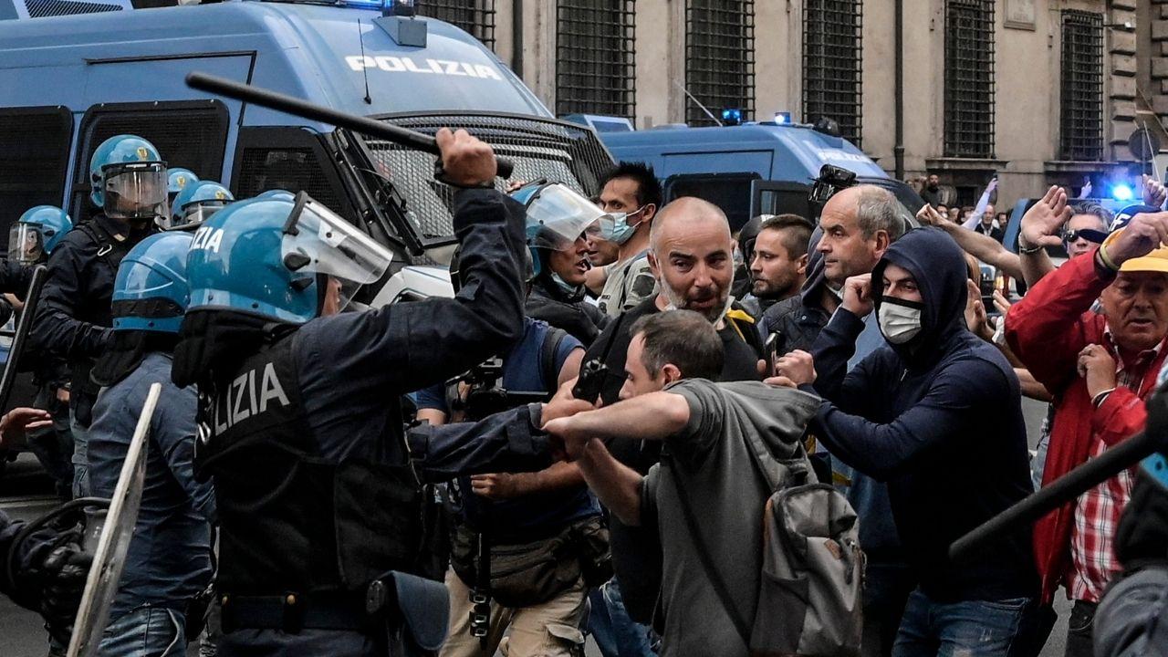 Scontri No Green Pass a Roma, devastato il pronto soccorso dell'Umberto I: tra i feriti anche un'infermiera
