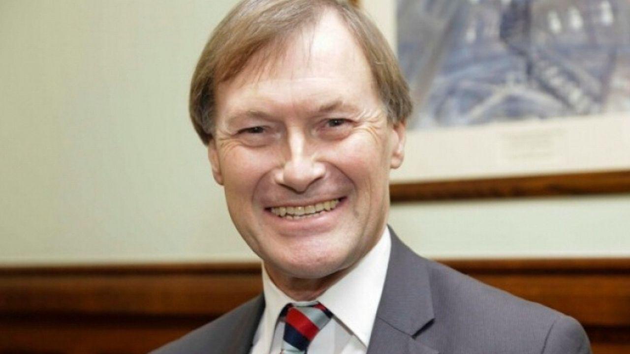 Omicidio del deputato David Amess, è un attacco terroristico: il cordoglio da Boris Johnson a William e Kate