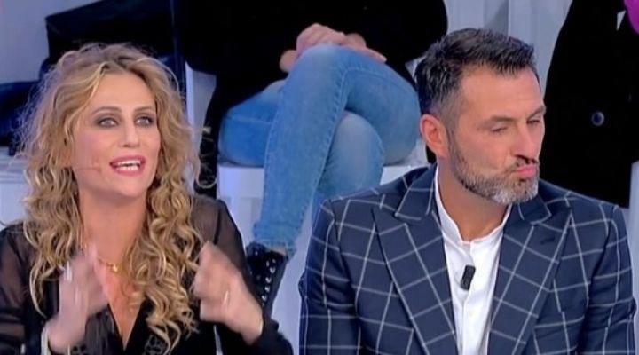 Sossio Aruta e Ursula Bennardo tornano insieme, scatta il bacio alla festa della piccola Bianca: la foto