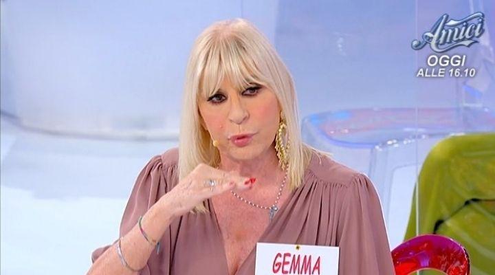 """Tina Cipollari contro Gemma Galgani. A Uomini e Donne volano parole grosse: """"Rifattona"""". Commento del 5 ottobre"""
