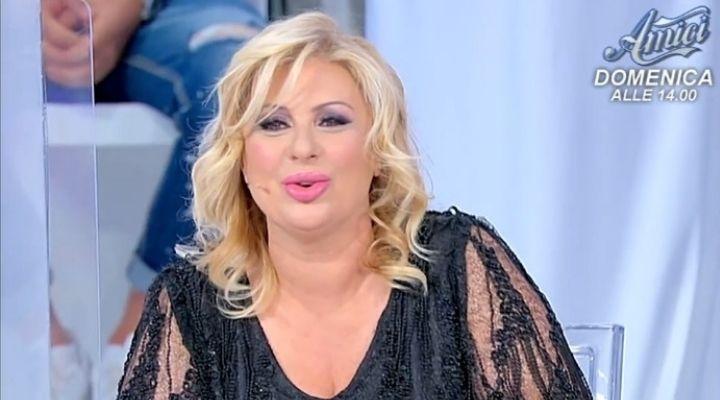"""Tina Cipollari lancia un'accusa: """"La dignità certe donne proprio non ce l'hanno"""". Commento puntata 21 ottobre"""