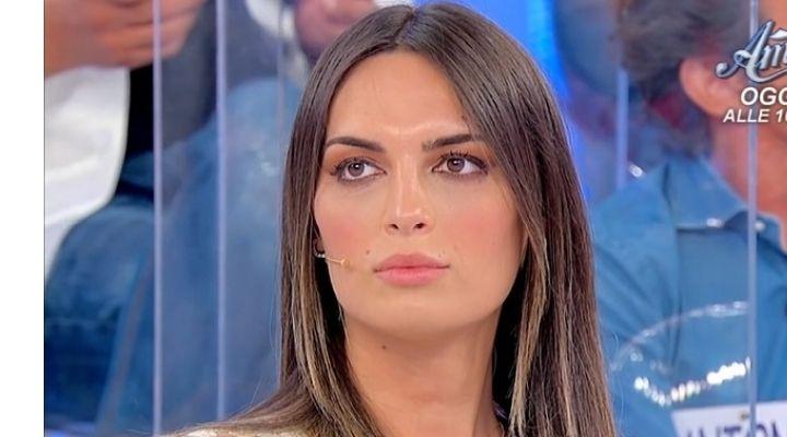 Uomini e Donne anticipazioni 26 ottobre: indecisione per Andrea Nicole Conte che bacia due corteggiatori
