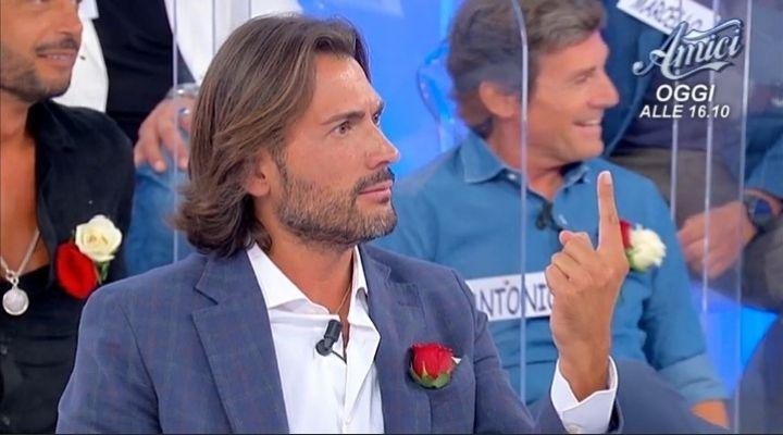 Uomini e Donne anticipazioni 13 ottobre: Graziano Amato scandalizza tutti. La scena che verrà tagliata